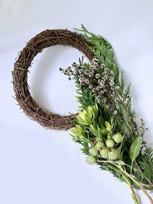 DIY Wreath Kit items